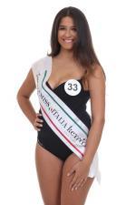 """33. La Curvy di Miss Italia Keyrà Calabria  Gaia Parise, 18 anni, di Cirò Marina (KR)  Alta 1,77, taglia 44, ha occhi e capelli castani. Laurearsi in giurisprudenza, diventare una show girl e vincere Miss Italia: ecco i suoi obiettivi. Ha fatto danza per nove anni e gioca a pallavolo da sette in serie C nel ruolo di """"centrale"""". Ha la passione della fotografia."""