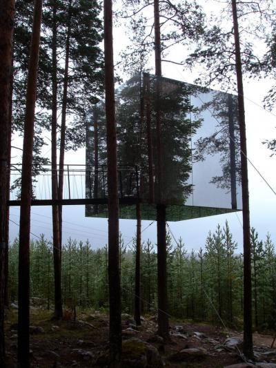 Casetta di specchi sugli alberi - Svezia